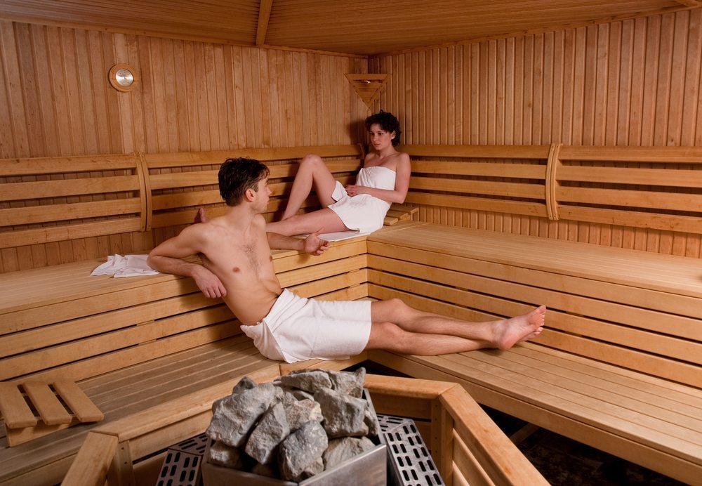 Wann kann man sich schon mal ein unbeschwertes Wellness-Wochenende erlauben? (Bild: © scantaur - shutterstock.com)