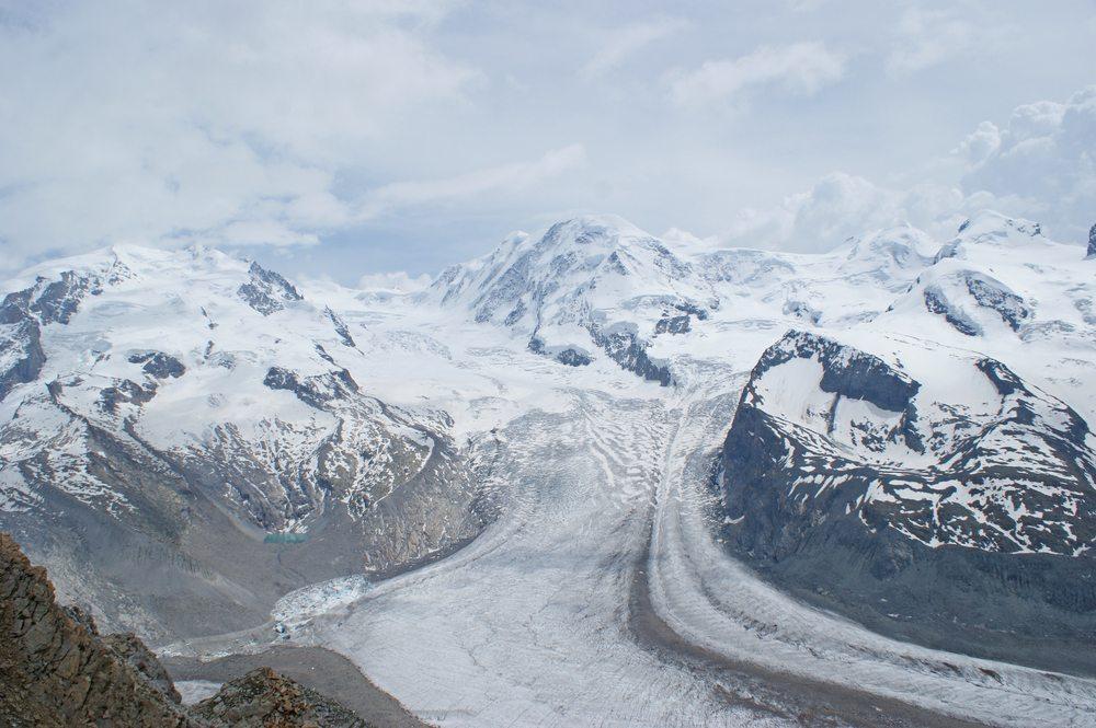 Die Alpengletscher gehen zurück. Mit dem Schmelzwasser treten eingelagerte Schadstoffe wieder aus. (Bild: Alan Kraft / Shutterstock.com)