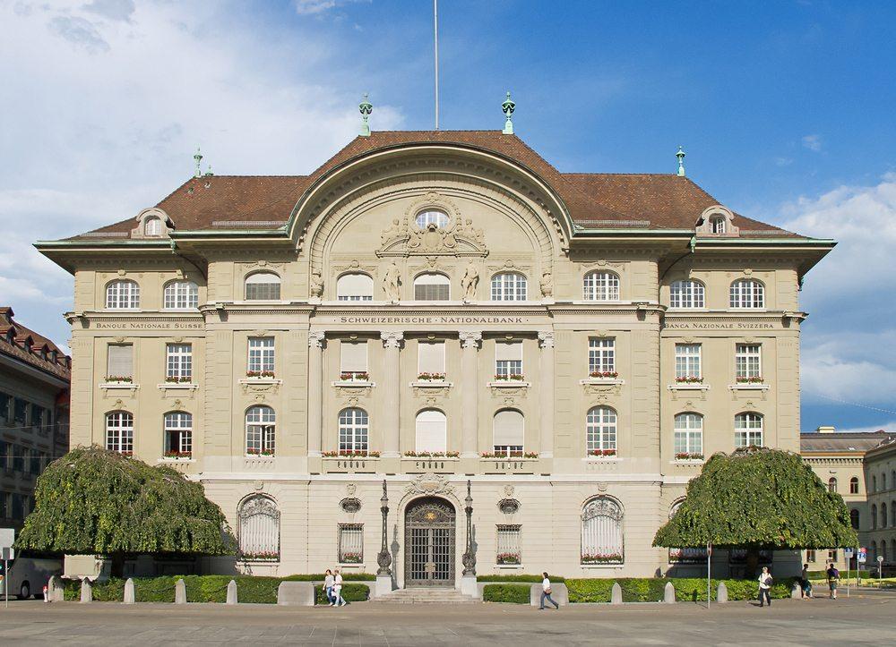 Die Schweizer Banken verwalten ein grosses Vermögen. (Bild: © Natali Glado - shutterstock.com)