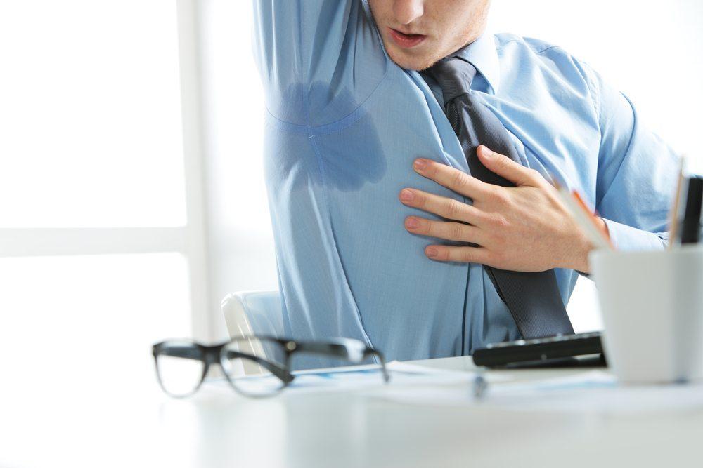 """Manche Mitarbeiter können sich """"nicht riechen"""". Hier ist das buchstäblich gemeint. (Bild: Stokkete / Shutterstock.com)"""