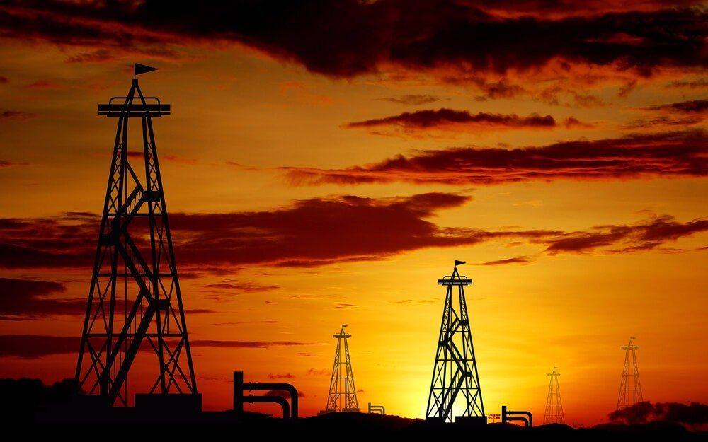 In der zweiten Jahreshälfte 2014 fiel der Preis für Rohöl um knapp 50 Prozent. (Bild: © Thaiview - shutterstock.com)