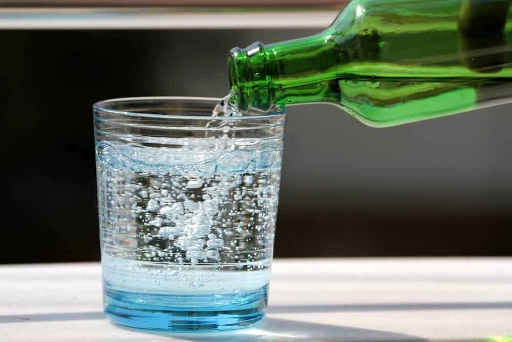 Eine Welt ohne ausreichendes Trinkwasser wird für die Menschheit zu einem existenziellen Problem. (Bild: © Hayati Kayhan - shutterstock.com)