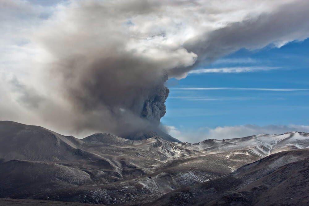Supereruptionen – es geht noch weitaus stärker (Bild: © Sergey Krasnoshchokov - shutterstock.com)