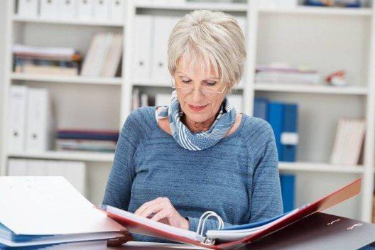 Die beste Massnahme gegen Altersarbeitslosigkeit – ältere Mitarbeiter in den Unternehmen halten (Bild: © contrastwerkstatt - fotolia.com)