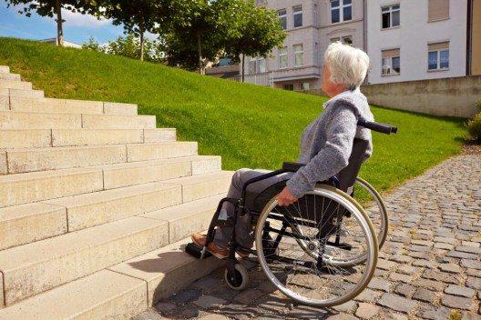 Altersdiskriminierung in der Schweiz sei nach wie vor legal und weit verbreitet. (Bild: © Robert Kneschke - shutterstock.com)