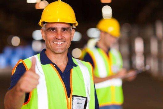 """Ältere Mitarbeiter sind nicht zwangsläufig """"zu teuer"""" (Bild: © michaeljung - shutterstock.com)"""