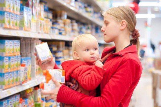 Eltern sollten sich besser informieren, um die richtigen Produkte auszuwählen (Bild: © Aleph Studio - shutterstock.com)