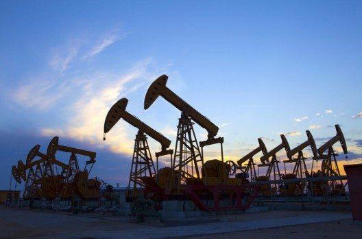 Aus Sicht von Shell-Chef Ben van Beurden dürfte Erdöl in den nächsten Monaten wieder teurer werden. (Bild: © huyangshu - shutterstock.com)