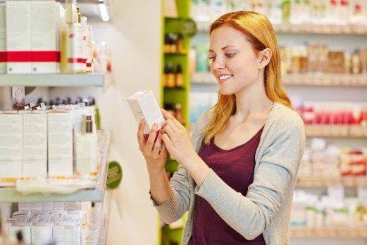 Viele Nahrungs- und Pflegemittel enthalten Konservierungsstoffe, um die Haltbarkeit zu verlängern. (Bild: © Robert Kneschke - fotolia.com)