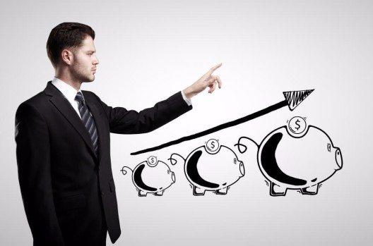 Schweizer KMUs stellen sich auf Sparmaßnahmen und höhere Preise ein (Bild: © Peshkova - shutterstock.com)