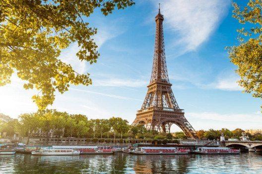 Lange war es verboten, Bilder vom Eiffelturm kommerziell zu verwenden. (Bild: © beboy - shutterstock.com)