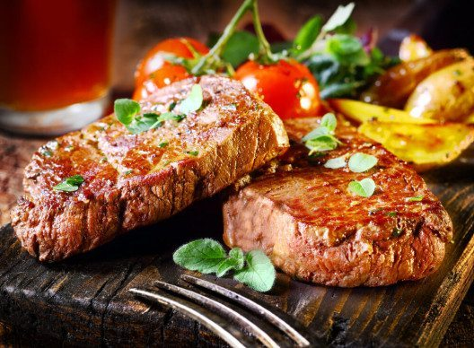 Fotos von Speisen zählen zu den beliebtesten Motiven im sozialen Netzwerk. (Bild: © stockcreations - shutterstock.com)