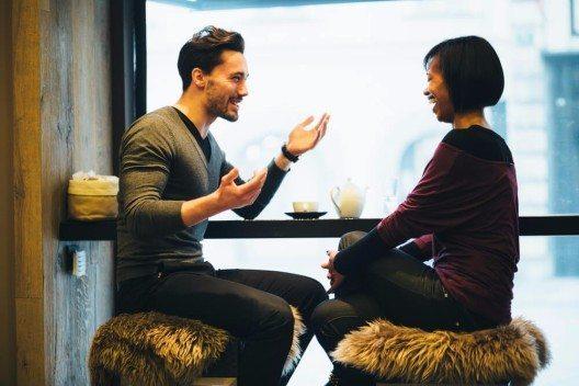 Selbstöffnung und Gespräche über ein mögliches künftigen Miteinanders erhöhen die Erfolgsaussichten. (Bild: © Peter Bernik - shutterstock.com)