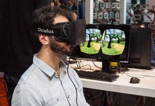 """Die VR-Brille """"Oculus Rift"""" soll Anfang 2016 in einer Consumer-Version erscheinen. (Bild: Stefano Tinti – Shutterstock.com)"""