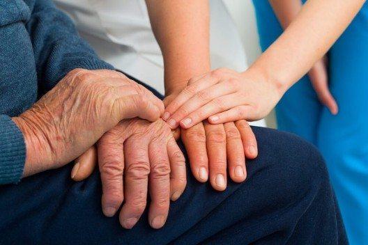 Gedächtnisverlust, Verwirrtheit, Desorientierung – das sind die häufigsten Symptome der Demenzerkrankung. (Bild: © Barabasa - shutterstock.com)