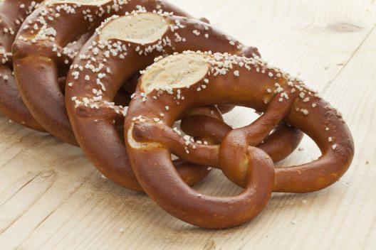 Etwa 1/3 des Salzes, das wir täglich zu uns nehmen, findet sich in Brot und Brötchen. (Bild: picturepartners - Shutterstock.com)