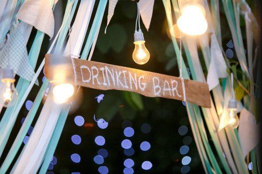 Die Anmietung einer Bar sichert eine grössere Flexibilität zu. (Bild: Damix – Shutterstock.com)