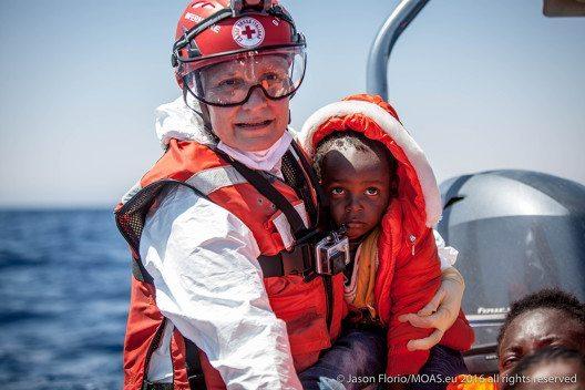 Die Migrant Offshore-Hilfe-Station ( MOAS ) in Aktion. (Bild: © obs/Schweizerisches Rotes Kreuz / Croix-Rouge Suisse/Yara Nardi)