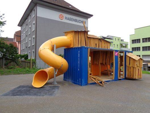 In Zürich wurde erster temporärer Spielplatz eingeweiht. (Bild: © Stadt Zürich)