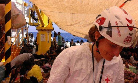 Nicole Rähle, Krankenschwester (SRK) (Bild: © obs/Schweizerisches Rotes Kreuz / Croix-Rouge Suisse/Yara Nardi)