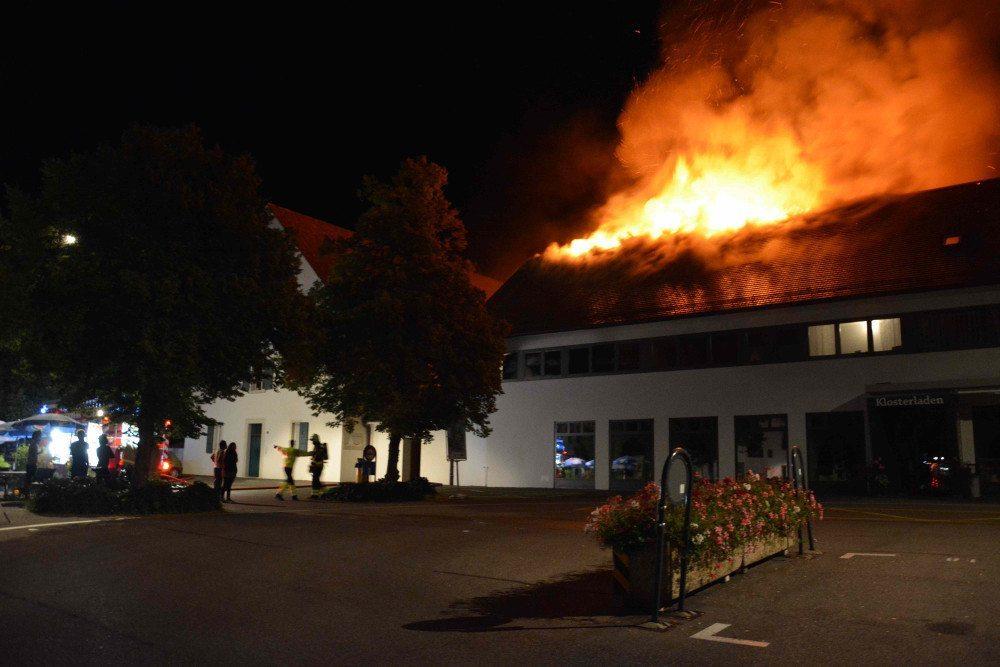Im Dachstock eines Mehrfamilienhauses in der Nähe des Klosters Mariastein brach ein Brand aus.