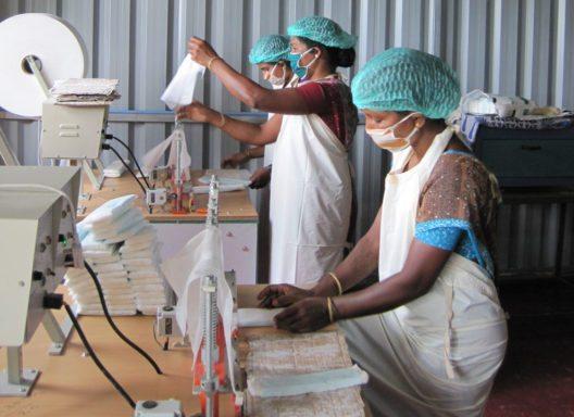 Bindenmaschine: Bisher wurden über 2000 Bindenmaschinen in ganz Indien installiert. (Bild: erdbeerwoche)