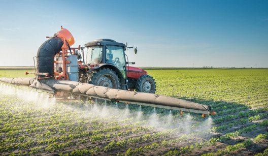 Eine u.a. vom WWF Schweiz in Auftrag gegebene Studie sieht Mängel bei der Pestizid-Zulassung. (Bild: © Fotokostic - shutterstock.com)
