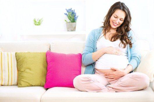 Ernährung in der Schwangerschaft kann im Zusammenhang mit ADHD beim Kind stehen. (Bild: © Subbotina Anna - shutterstock.com)