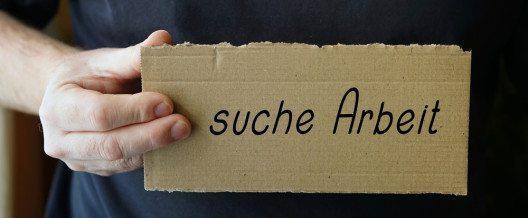 Je länger die Asyl-Wartezeit umso eher droht Arbeitslosigkeit, belegt eine Schweizer Studie. (Bild: © xxx - shutterstock.com)