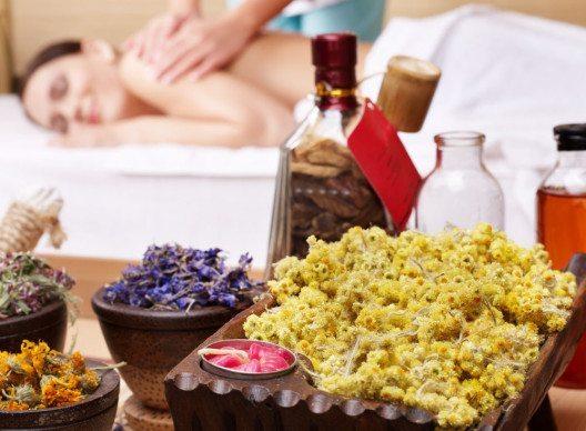 Natürliche Behandlungen haben in der Medizin wachsende Bedeutung. (Bild: Poznyakov – Shutterstock.com)