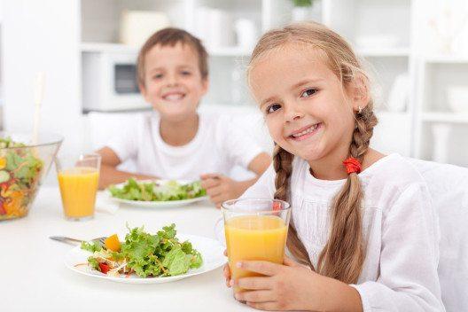Für alle Kinder ist die richtige Ernährung für einen dauerhaften Lernerfolg wichtig. (Bild: Ilike – Shutterstock.com)