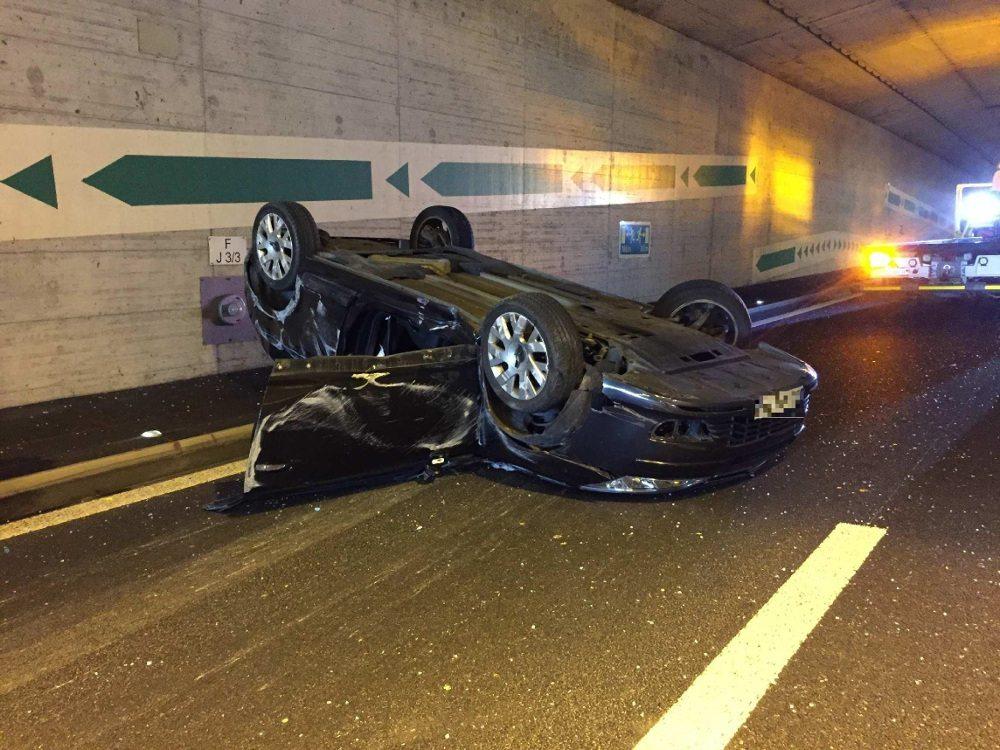 Ein Autofahrer verlor in der Folge die Kontrolle über sein Fahrzeug.