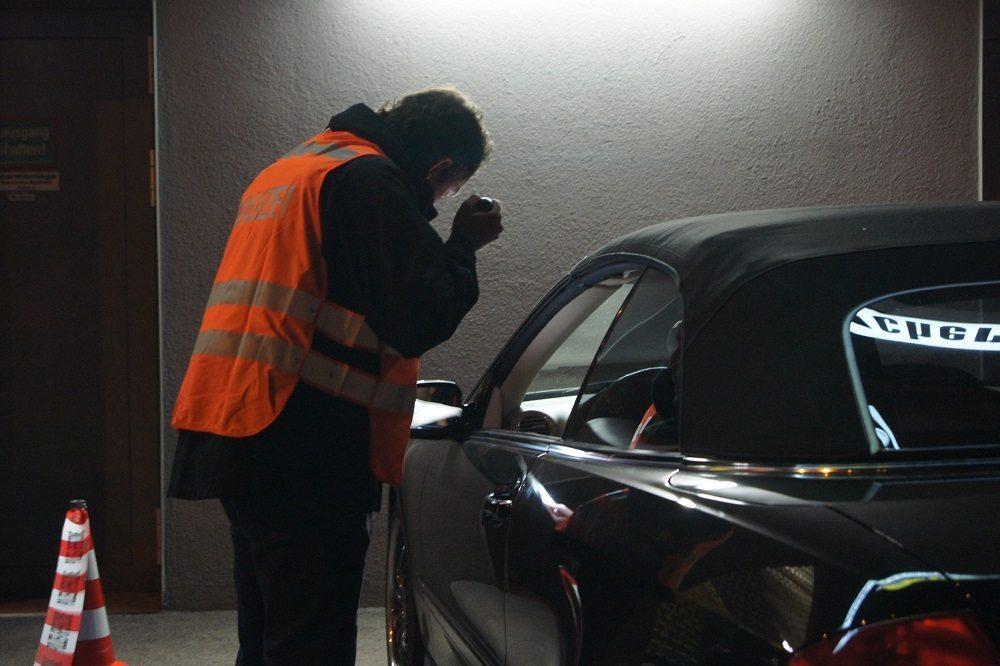 Die Zuger Polizei überprüfte im Rahmen einer Grosskontrolle Personen und Fahrzeuge.