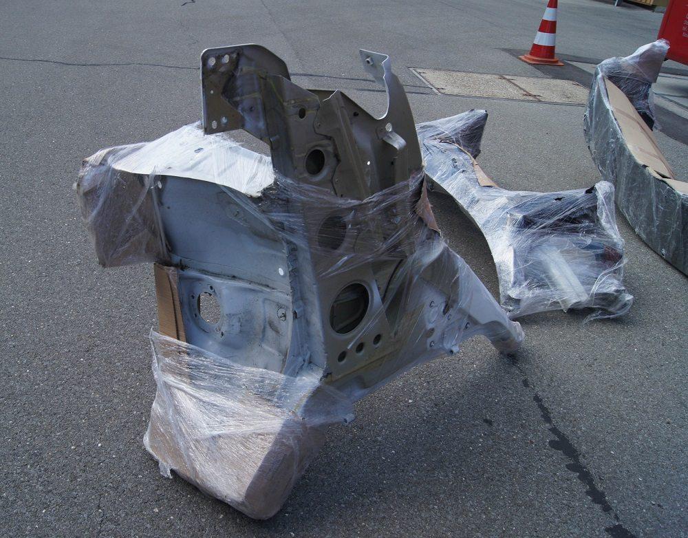 Verbotenerweise mehrere Autoersatzteile transportiert (Bild: © Zuger Strafverfolgungsbehörde)