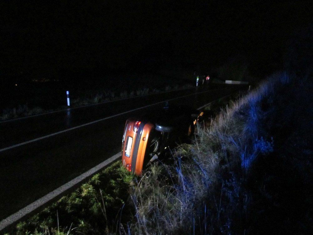 Gestern Abend verlor eine Automobilistin ausserorts die Herrschaft über ihr Fahrzeug.
