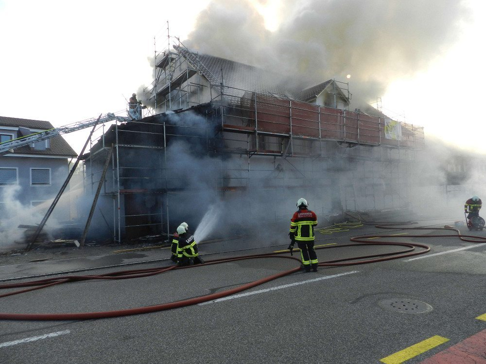 Hausbrand in Bözen (© Kantonspolizei Aargau)