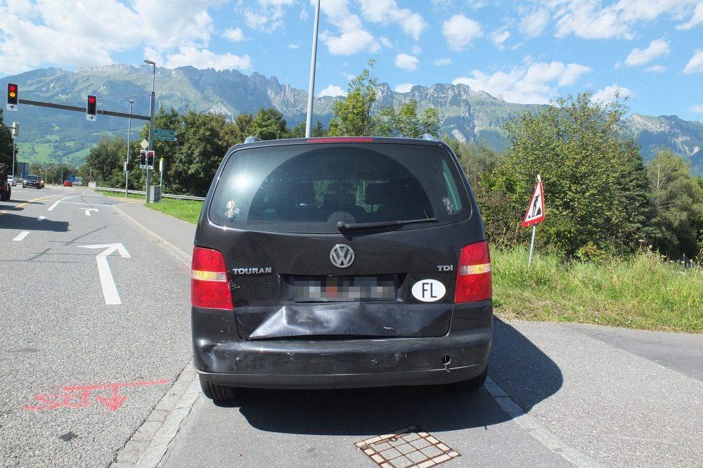 Auf der Staatsstrasse wurde eine 55-jährige Autofahrerin leicht verletzt.