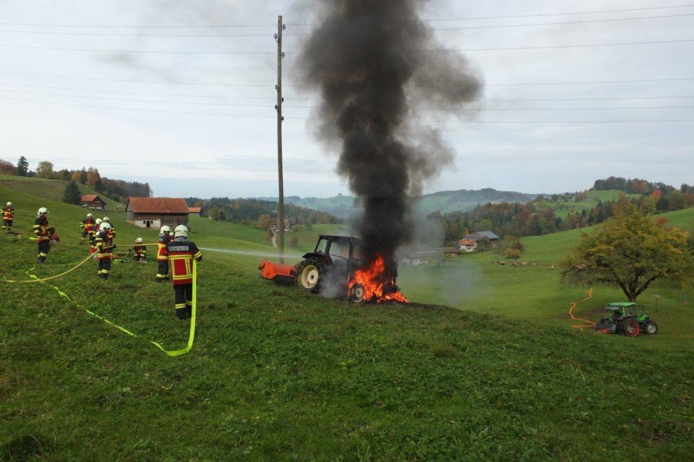 Die Feuerwehr Bütschwil-Ganterschwil konnte den Brand schnell löschen. (Bild: © Kantonspolizei St.Gallen)