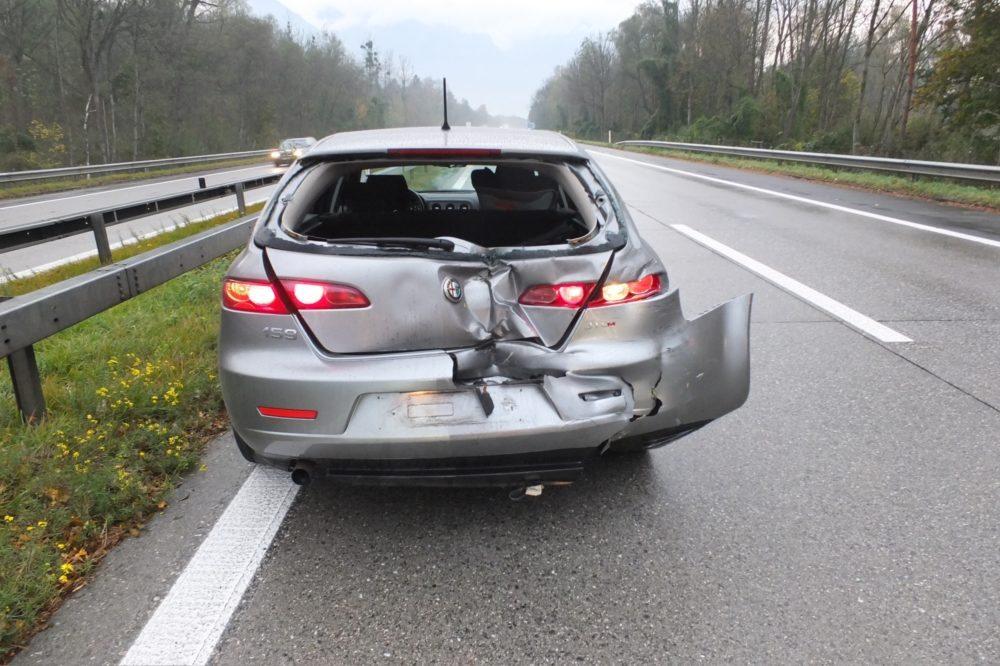 Die Insassen der beiden Autos wurden eher leicht verletzt. (Bild: © Kantonspolizei St.Gallen)