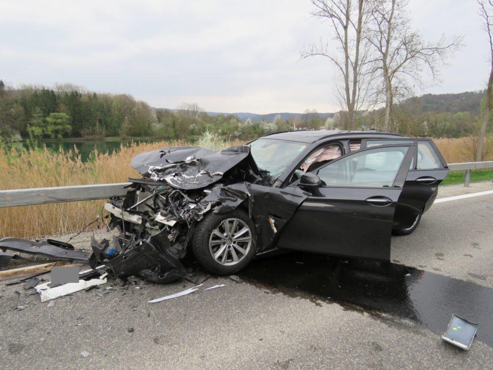 VW-Büssli gegen BMW-Kombi: Fünf Verletzte bei Frontal-Crash