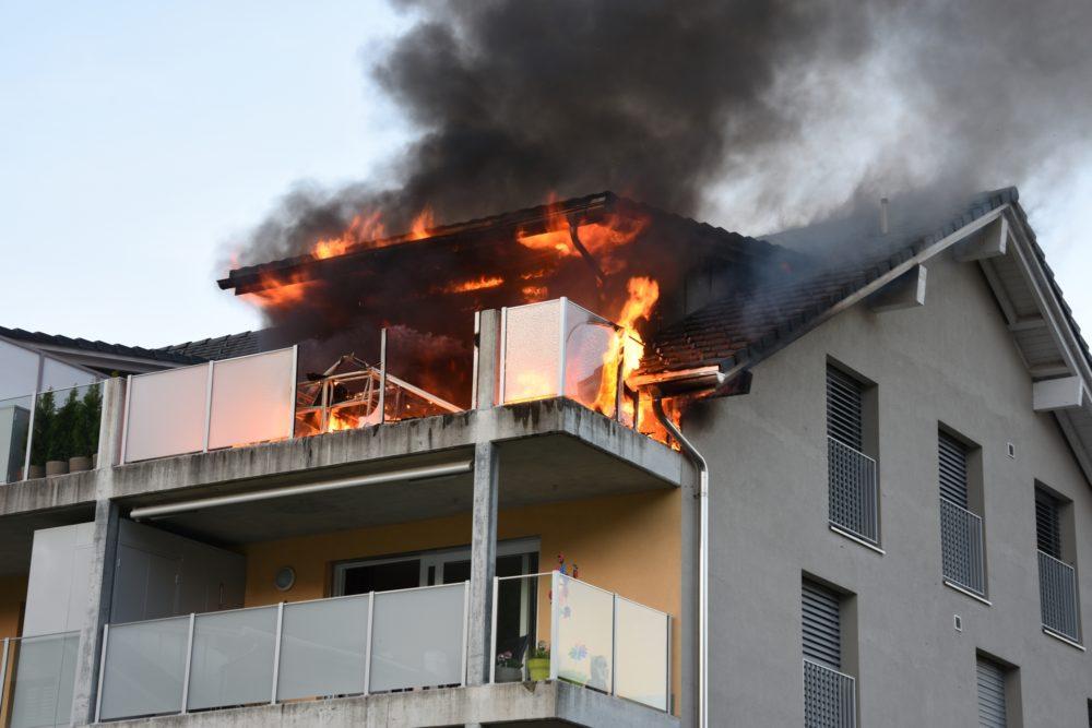 Gasgrill verursacht Brand in Mehrfamilienhaus