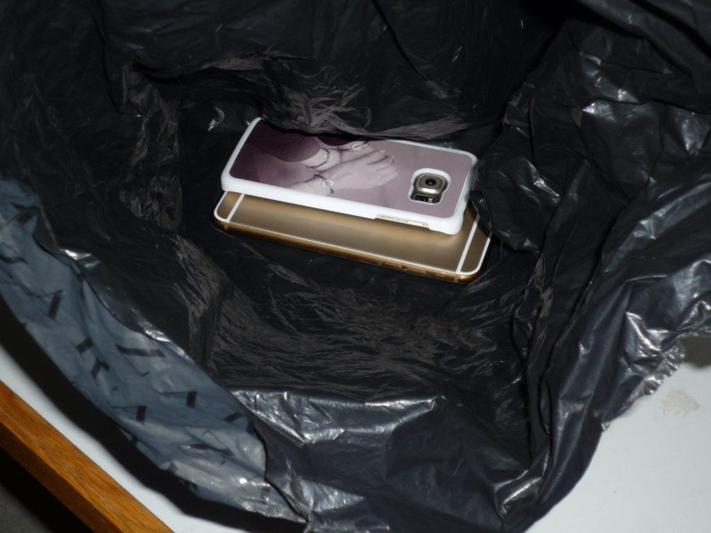 Gestohlene Mobiltelefone, eines davon war im Fahndungssystem zur Fahndung ausgeschrieben.