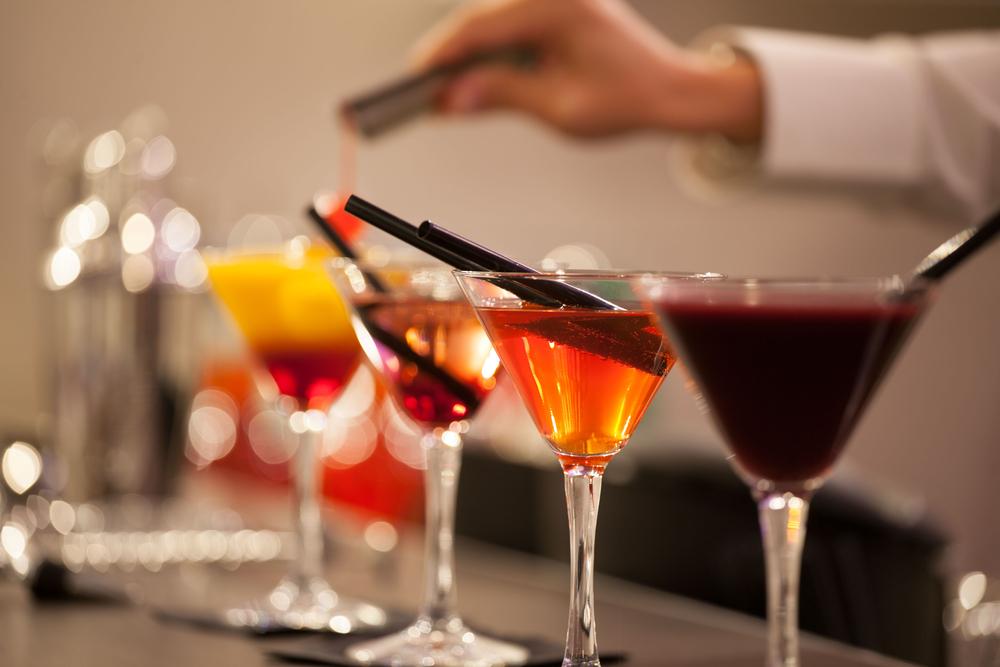Fröhlich feiern - mit einer Cocktailbar. (Bild: mario oliva - shutterstock.com)