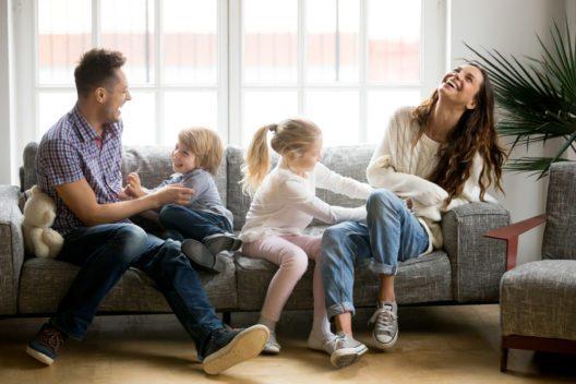 Ein sicheres Zuhause geniessen (Bild: fizkes - shutterstock.com)