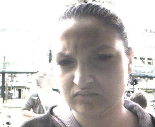 Mit gestohlener Bankkarte Geld abgehoben - Wer kennt diese Frau?
