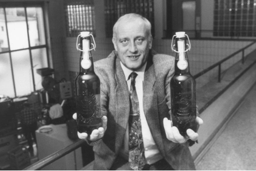 Kurt Uster im Jahre 1992 mit dem Baarer Bügel-Spez