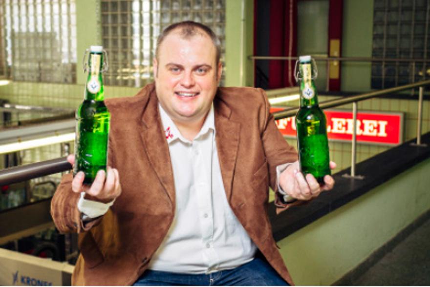 Über 25 Jahre später ist Bügel-Spez immer noch eine Erfolgsgeschichte, hier mit Martin Uster.