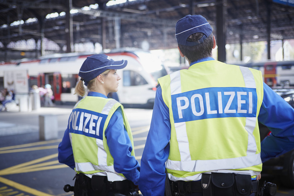 Bedienstete der Jugend- und Präventionspolizei sind täglich auf den Strassen des Kantons auf Patrouille. (Bildquelle: Kapo Basel-Stadt)