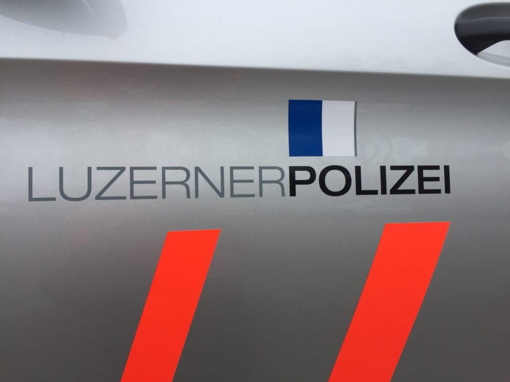 Unter dem Motto: Schnell-kompetent - Hilfsbereit sorgt die Polizei Luzern nach den Regelungen des Polizeigesetzes für die Aufrechterhaltung der öffentlichen Sicherheit und Ordnung. (Bildquelle: Philipp Ochsner)
