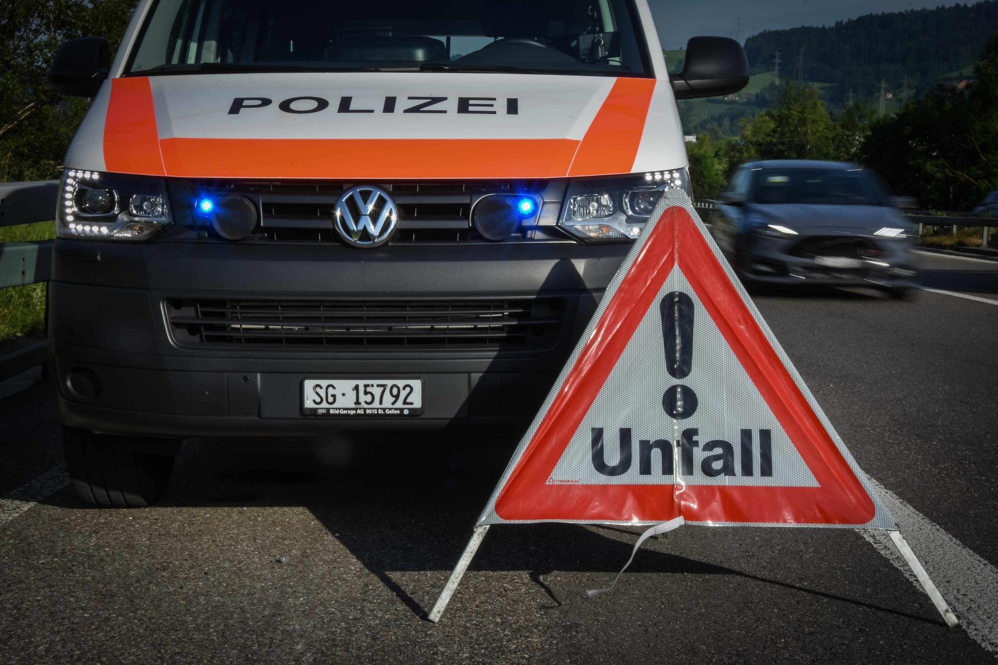 Bei Unfällen ist die Kapo St.Gallen schnell zur Stelle. (Bildquelle: Kapo St.Gallen)